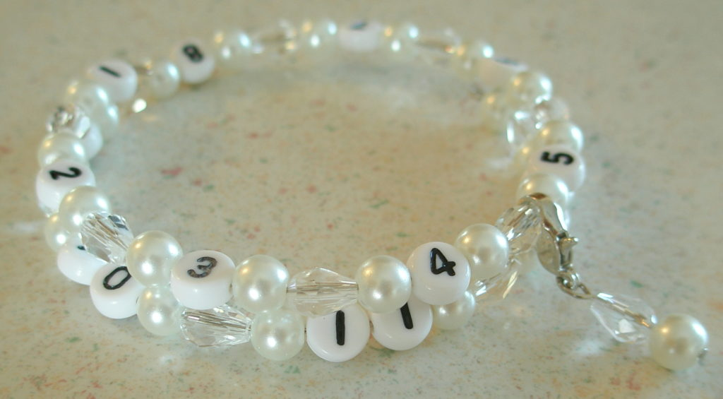bracelets backtoschool reminder diy bracelet teachergift sharpie mamamissblog classroom